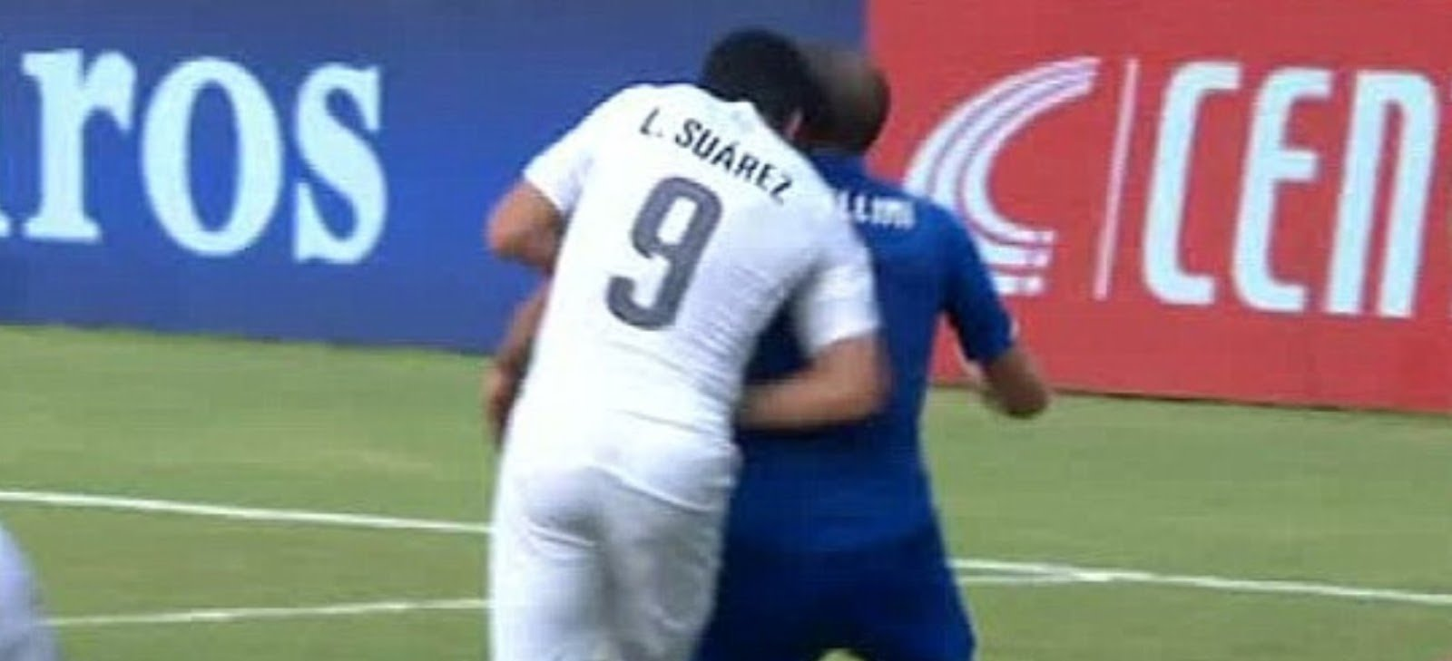 Suarez biting incident during world cup 2014